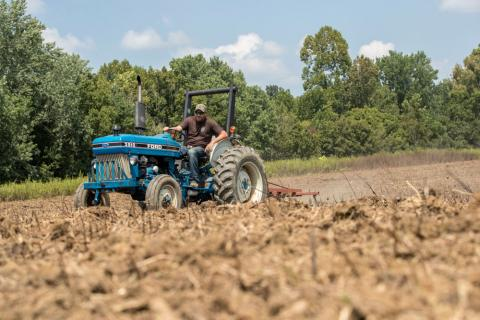The Gamekeepers of Mossy Oak Two Tips for Improving Food Plot Soil Quality Todd Amenrud
